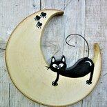 Luna in legno con gatto a cavalcioni