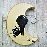Luna in legno con gatto giocherellone