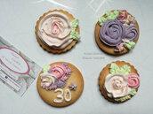 Biscotti frolla decorati con ghiaccia reale fiori personalizzabili segnaposto sweet table compleanno