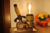 La Spada nella Roccia - lampada in legno, lampada da tavolo, lampada di design