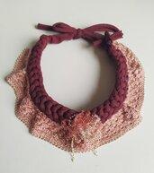 Collana tessile fettuccia lavorata ad uncinetto e passamaneria