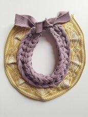 Gioiello tessile realizzato con fettuccia in lycra rosa antico e passamaneria giallo senape
