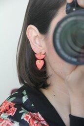 _coral dream_ orecchini pendenti piccoli color fenicottero con motivo indiano dipinto a mano