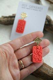 _coral dream_ orecchini pendenti medi color fenicottero, forma rombo e rettangolo