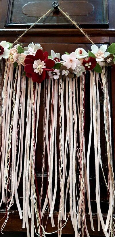 Fuoriporta fiori feltro e nastri