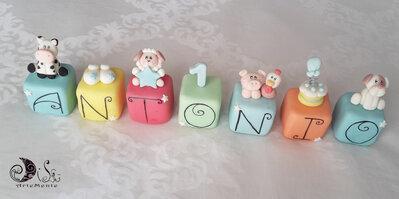 Cake topper cubi animali fattoria in scala multicolor 7 cubi 7 lettere