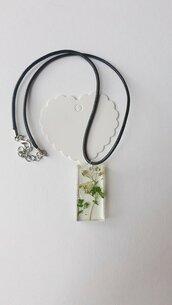 Collana con ciondolo rettangolare in resina e fiori!