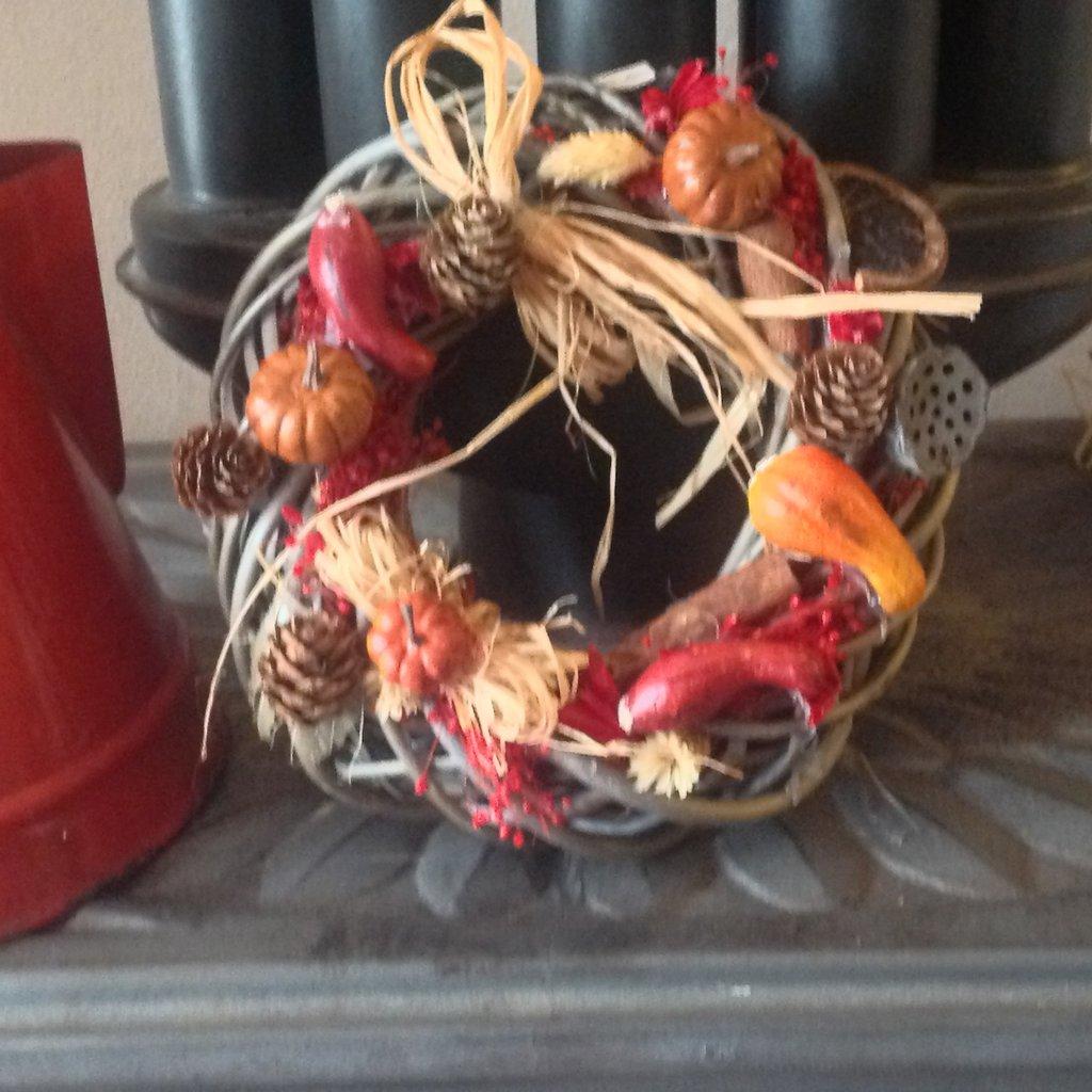 decorazione ghirlanda vimini zucchette da parete cucina