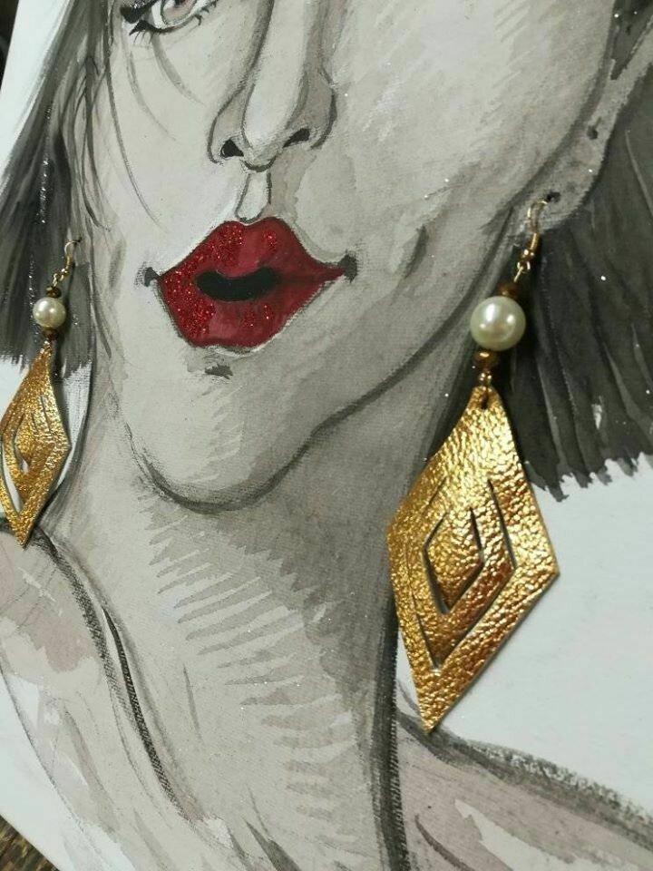 Orecchini etnici in pelle oro