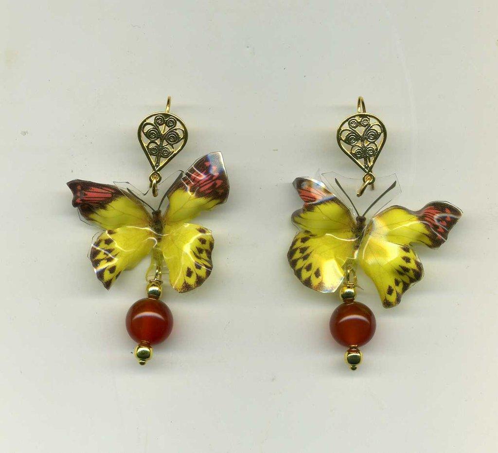 ORECCHINI pendenti con farfalla trifimensionale nei toni del giallo e marrone bruciato