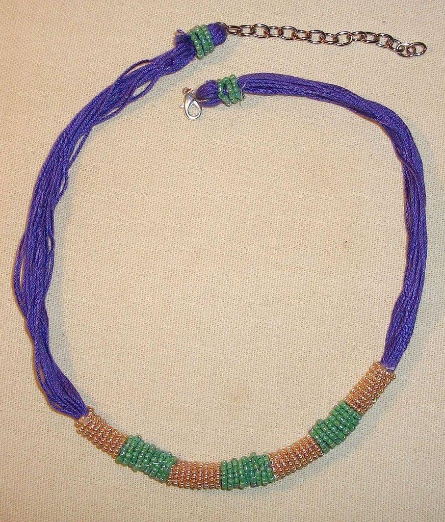 collana tubo viola/oro/verde