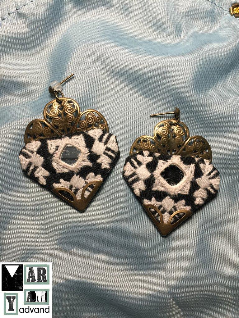 orecchini bianco e nero , fatti a mano , ricamato a mano , orecchini tradizionali online