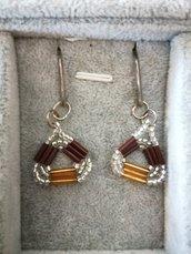 Orecchini con perline a forma di triangolo