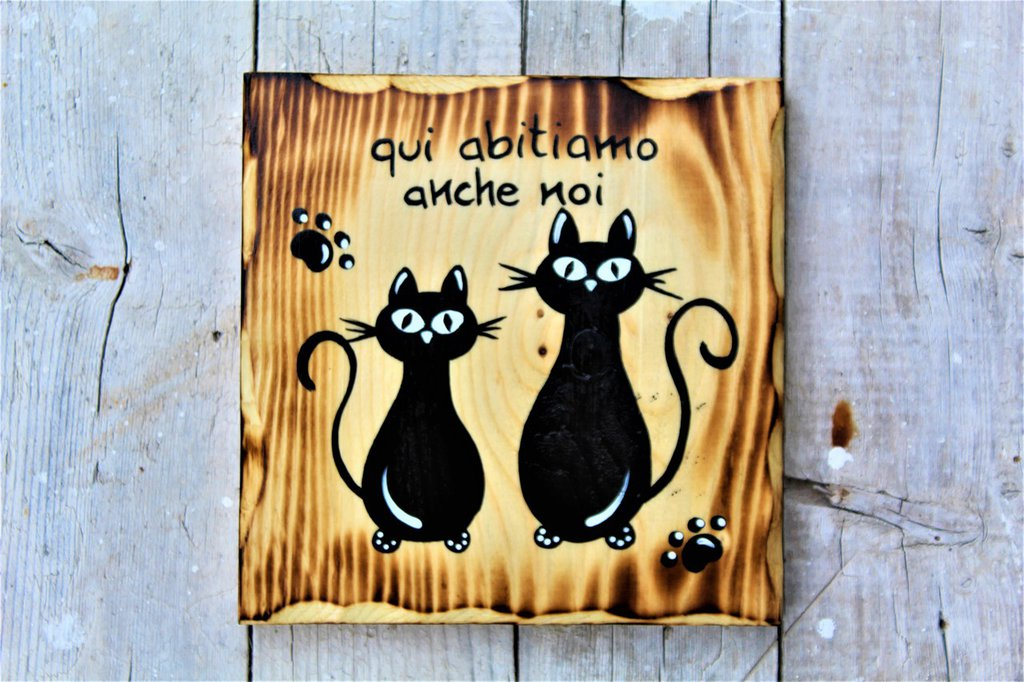 Targhetta in legno con coppia di gatti seduti