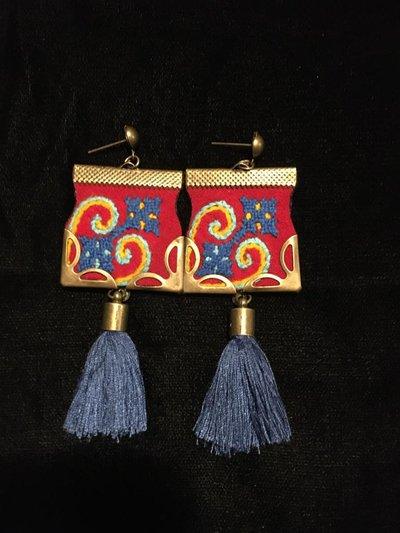 orecchini etnici fatti a mano di tessuto ricamato , orecchini tradizionali online