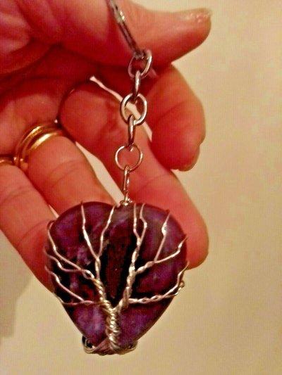 Portachiavi uomo donna con ciondolo cuore in vera ametista pietra dura naturale e albero della vita wire