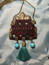 collana etnica di tessuto vecchio ,ricamato a mano con specchi