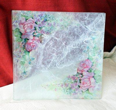 Piatto Quadrato Vetro Rose decoupage e fondo effetto tessuto