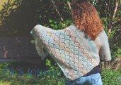 Scialle triangolare fatto a mano ai ferri in lana mohair