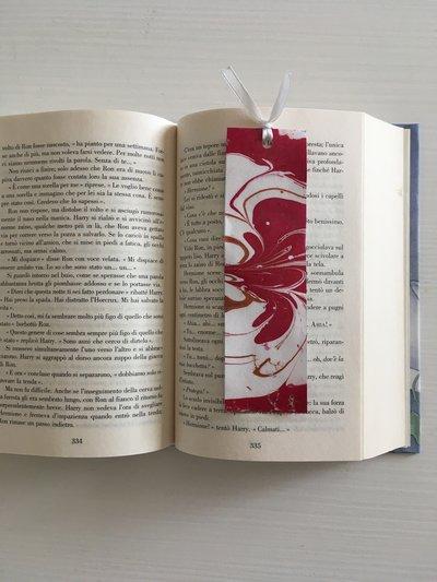 """Segnalibro di cartoncino decorato con la tecnica """"marble"""""""