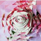 Bouquet di rosa con tessuto floreale