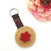 Portachiavi a biscotto con fiorellino di marmellata morbido in feltro fatto a mano