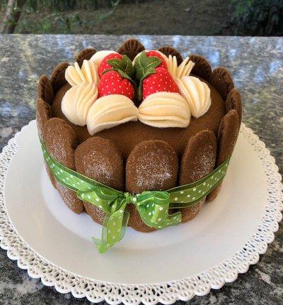 Scatola torta di feltro, charlotte con Savoiardi al cioccolato fragole e panna