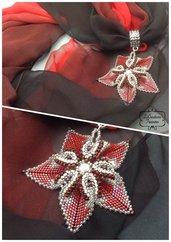 Foulard gioiello in seta viscosa, pendente in tessitura di perline di vetro