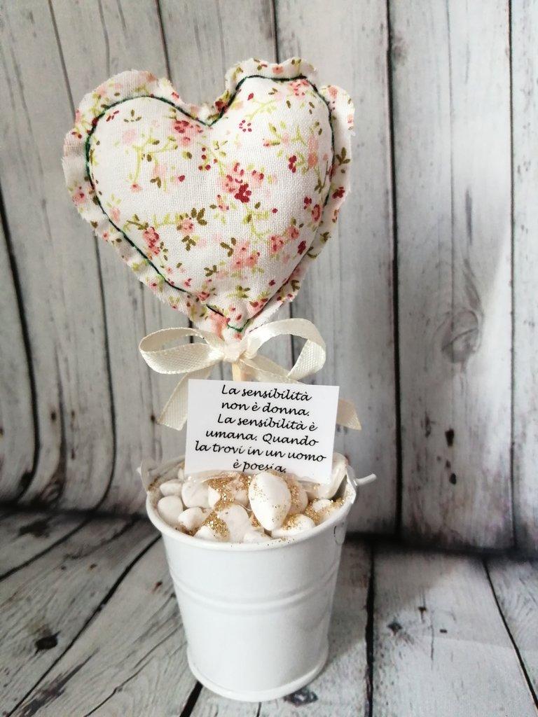 Vaso decorativo con cuore in stoffa stampata floreale. Frase IDEA REGALO CENTROTAVOLA Decorazione Allestimenti Home Decor