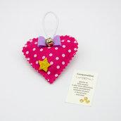 Gadget portafortuna cuore fucsia con campanellino, 7 x 7 cm