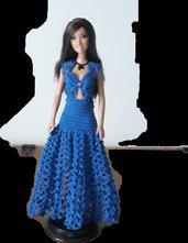 Vestito per barbie blu con corpetto .