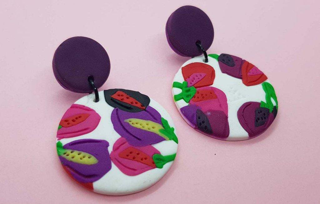 Orecchini fiori viola rosso stilizzati fimo tondi pasta polimerica 3