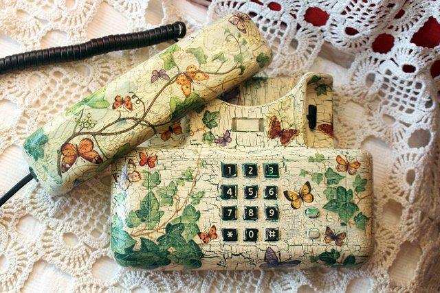"Telefono ""Farfalle ed Edera"" Shabby Chic Decoupage effetto decapè"