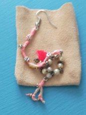orecchino lungo in cotone e perline