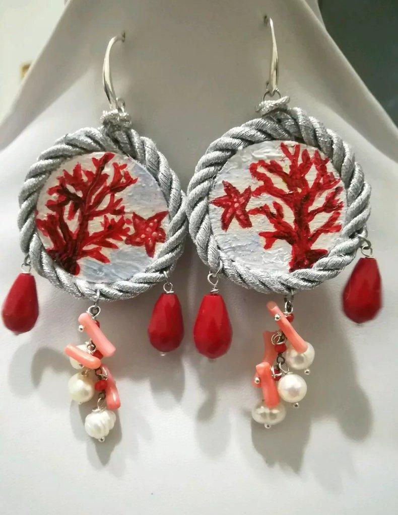 Orecchini tamburello corallo rosso legno