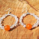 Orecchini a cerchio con chips di cristallo e pietre di giada arancio, cerchio 40 mm, fatti a mano