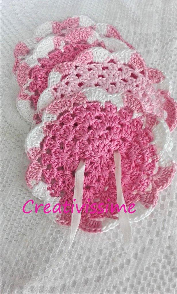 Sottobicchieri all'uncinetto nella tonalità del rosa