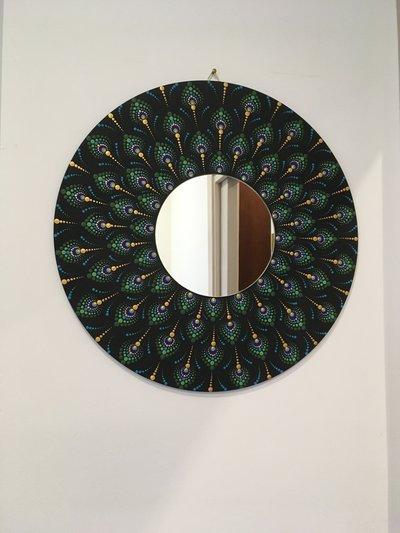 Specchio di legno da parete dipinto a mano con mandala pavone