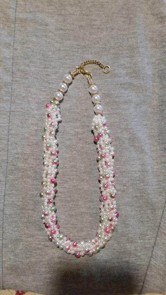 Collana perle bianche e rosa screziato