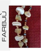 Collana con pietre grezze di colore chiaro