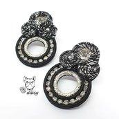 Orecchini soutache a lobo nero e argento con swarovski e catena strass