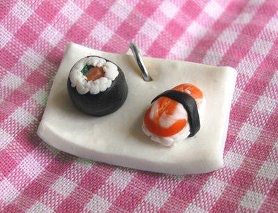 Ciondolo charm piattino plate sushi in cernit 2