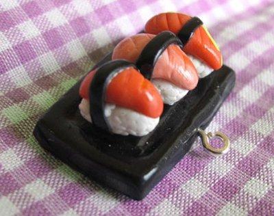 Ciondolo charm piattino plate sushi nigiri in cernit