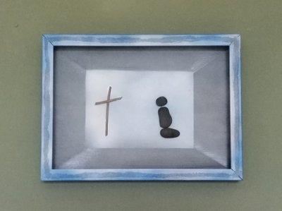 pregando a dio ,quadro realizato in relievo con sassi