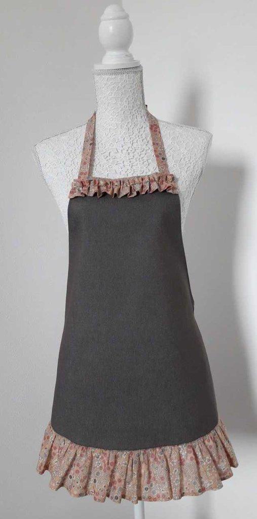 Grembiule da cucina donna in tela jeans marrone con balza a fiorellini
