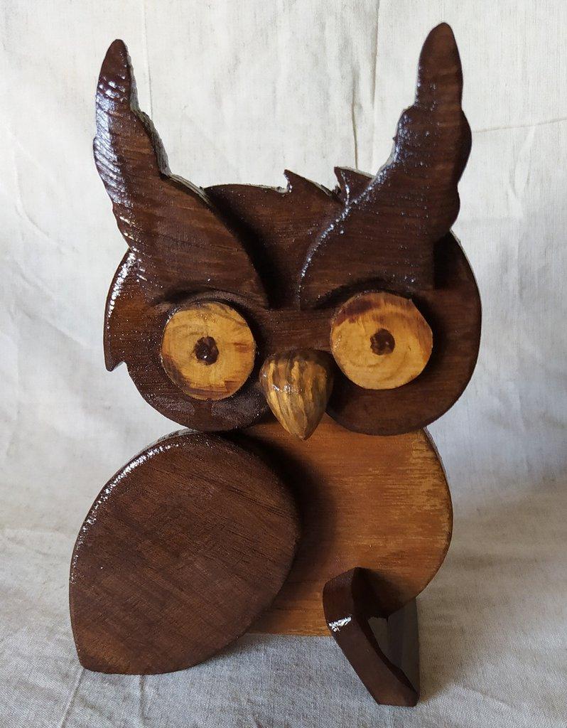 Statuetta in legno a forma di gufo