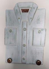 Appendino da parete in legno a forma di camicia