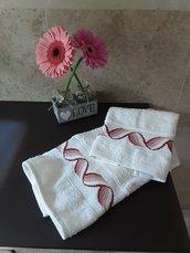 Asciugamani di lusso bianchi ricamati a mano