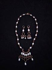 Parure collana e orecchini in rame e perle barocche bianche