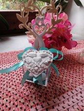 Cuore con colombe in gesso ceramico profuamato  su scatolina plexi